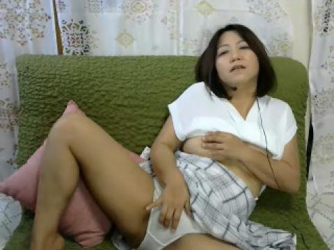 ブラが透けてるシャツでノーブラになって。。。