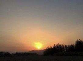 山に沈む夕陽|ApplePie69 さんの日誌写真