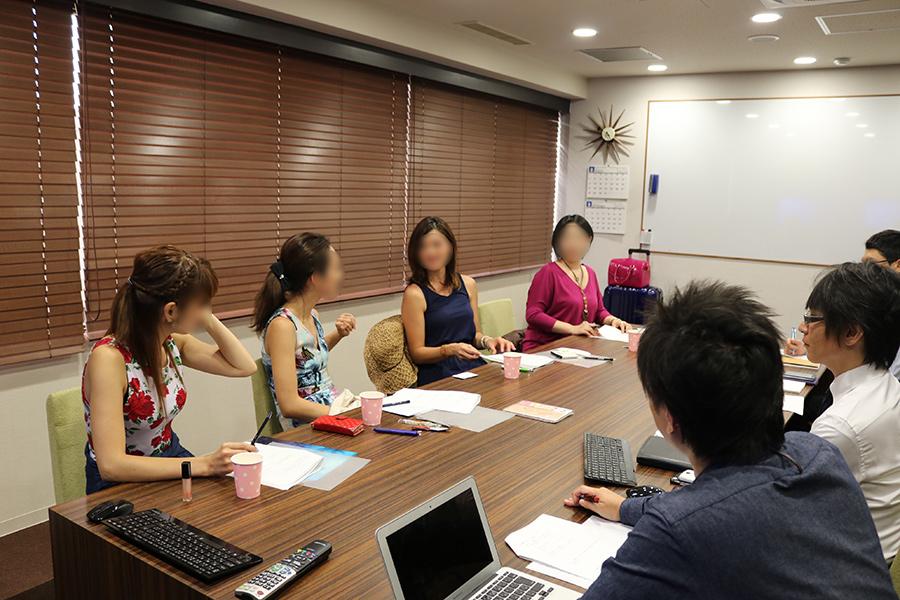 定期的に出演女性と運営スタッフで意見交換の場を設置