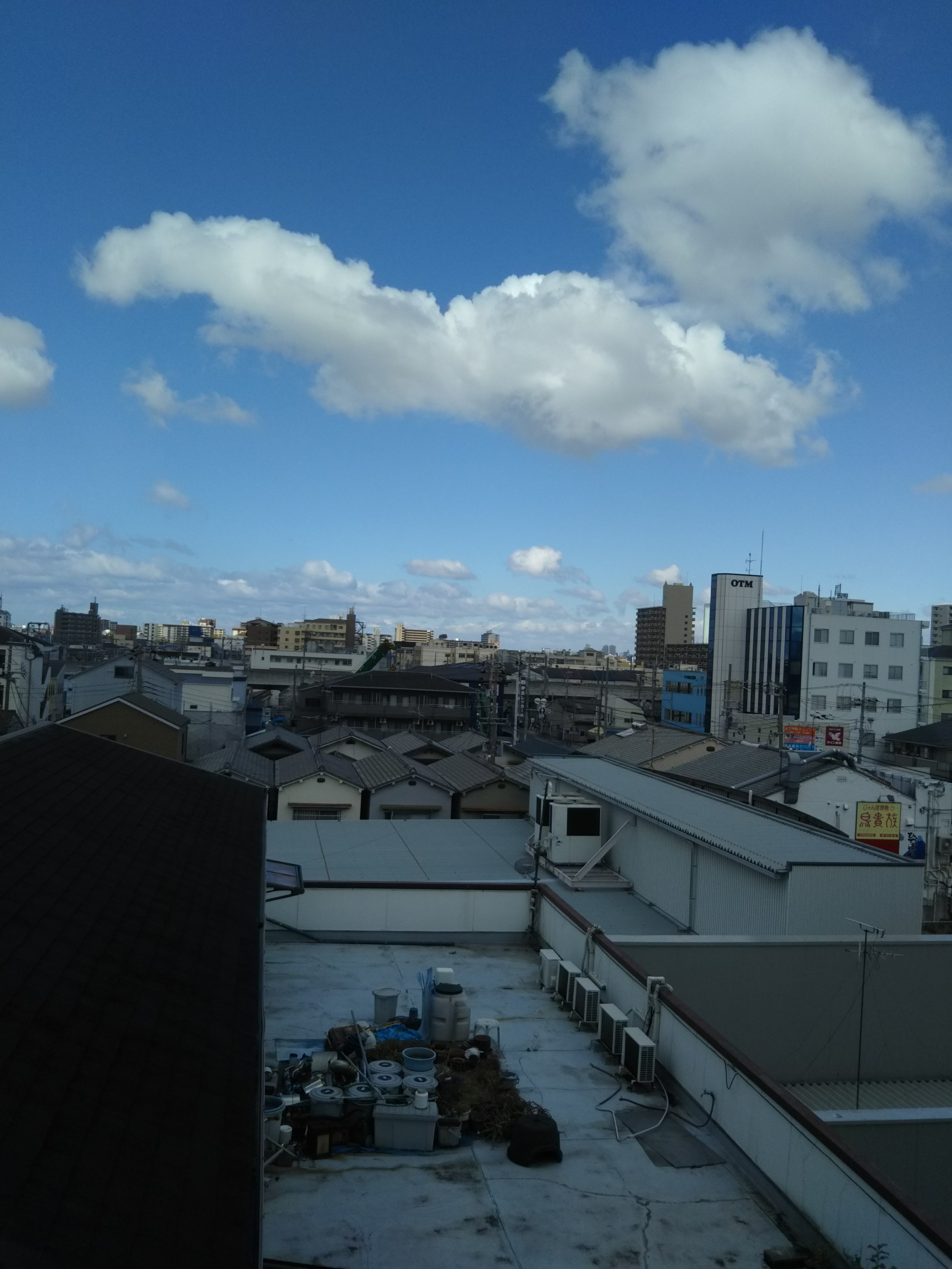 人妻さん日誌:窓から<br /> <br /> 外は  晴天